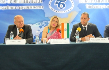 Ambassador Pooja Kapur and Bulgarian Deputy Minister of Economy Alexander Manolev addressing Bulgaria India Business Forum organized by Bulgarian Chambers of Commerce & Industry, Balkan India Business Association and Electronics and Computer Software Export Promotion Council in Sofia on 25 September 2017.