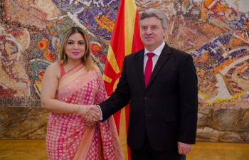 Ambassador Pooja Kapur presented her credentials to H.E. President Gjorge Ivanov of Macedonia at the Presidential Palace in Skopje on 24 November 2017