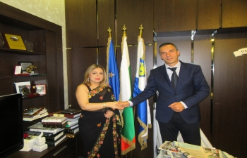 Ambassador Pooja Kapur called on the dynamic Mayor of Burgas, Mr. Dimitar Nikolov. They discussed potential in cooperation in tourism, film production, sustainable urbanisation, ICT, manufacturing, etc.