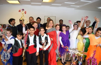 The Embassy welcomed young children on 15 January, courtesy Centre Amilipe, to mark the Roma New Year, Vasilitsa. The talented youngsters performed a beautiful Holi dance and blessed the Embassy officials in the traditional way. Ambassador Pooja Kapur gave them a pep talk and extended a standing invitation to revisit the Embassy.