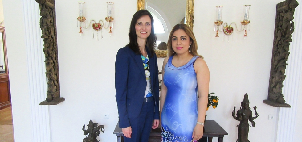 Ambassador Pooja Kapur welcomed the European Commissioner for Digital Affairs, Ms Mariya Gabriel to the Indian residence in Sofia on 12 April 2018. They discussed the challenges and opportunities that digitisation presents for our economies and societies and the positive impact of building stronger digital bridges between our peoples.