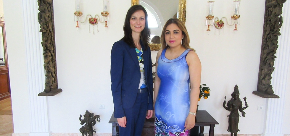 Ambassador Pooja Kapur welcomed the European Commissioner for Digital Affairs, Ms Mariya Gabriel  to the Indian residence in Sofia on 12 April 2018. They discussed the challenges and opportunities that digitization presents for our economies and societies and the positive impact of building stronger digital bridges between our peoples.
