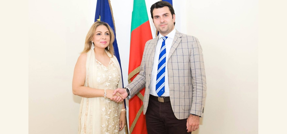 Ambassador Pooja Kapur had an excellent meeting with Deputy Foreign Minister of Bulgaria Georg Georgiev wherein they discussed enhancing cooperation between India and Bulgaria in cutting edge forward looking sectors including high technology, research and development, education and skill development, etc.  The potential in enhancing tourism, connectivity and facilitating the movement of people was also discussed.