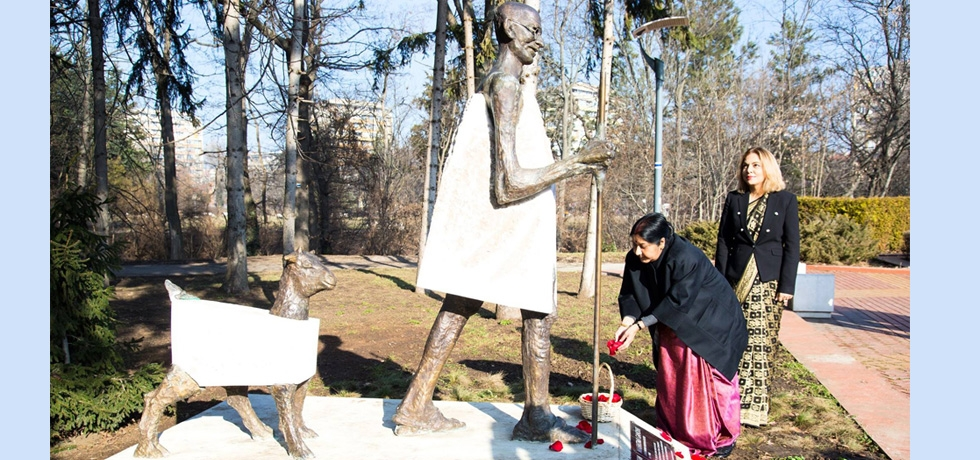 Honourable External Affairs Minister Smt. Sushma Swaraj paying  floral tributes at the bronze and marble life size statue of Mahatma Gandhi installed in the heart of Sofia at South Park