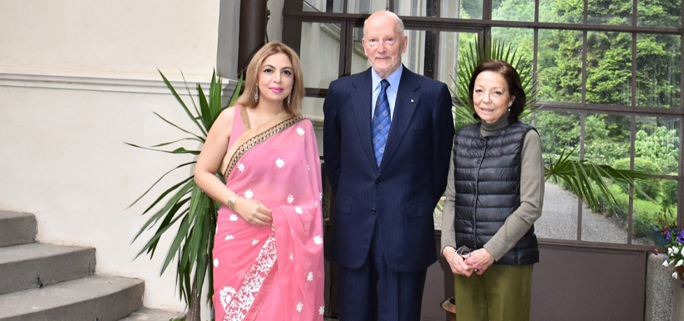 Ambassador Pooja Kapur had an audience with Their Majesties King Simeon II and Queen Margarita at Vrana. King Simeon recalled warmly his visits to India as well as the visit of President Abdul Kalam to Sofia in 2003 during the former's premiership.
