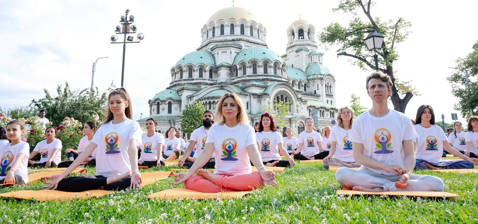 Spectacular 5th  International Yoga Day celebrations in Bulgaria with yoga against the backdrop of the stunning Alexander Nevsky cathedral in Sofia.
